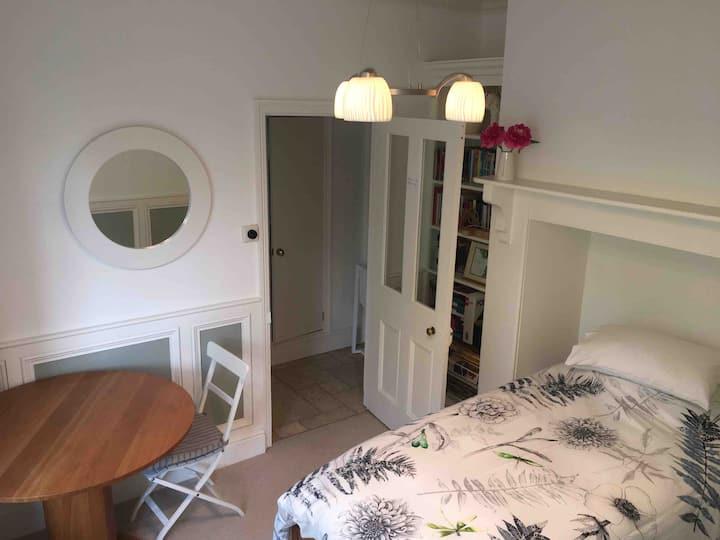 Single room. Own entrance & facilities. 5* Reviews