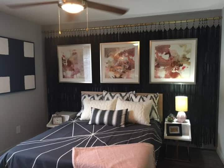 1 bedroom 10 minutes from the Galleria