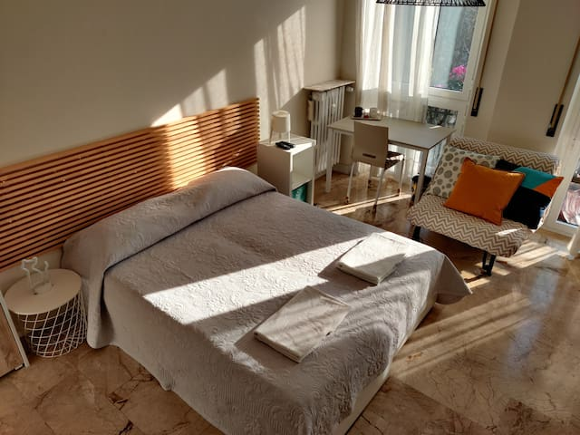 """Big,bright&cozy double room at """"The Cats' Nest"""""""