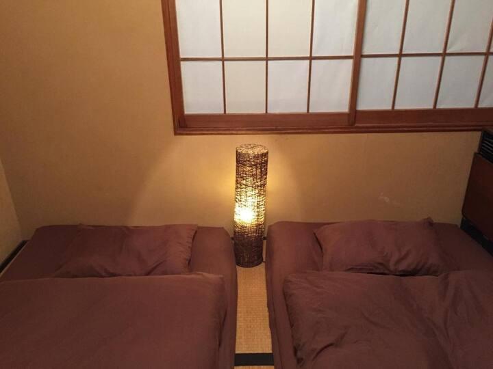 名古屋金山駅から徒歩6分!栄・大須・名古屋城観光に。和室ツインルーム