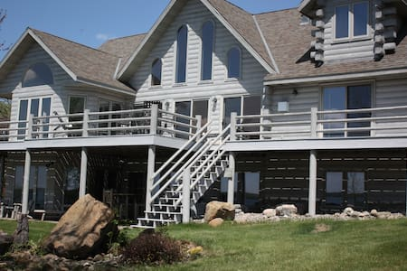 Pelican Lake Log Home Retreat