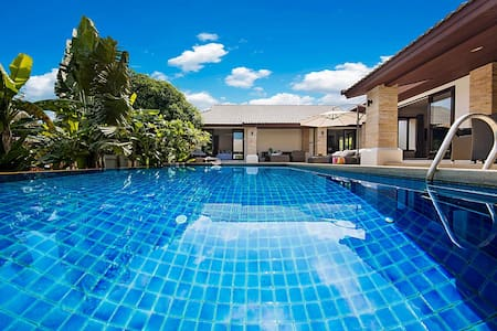 luxury private pool