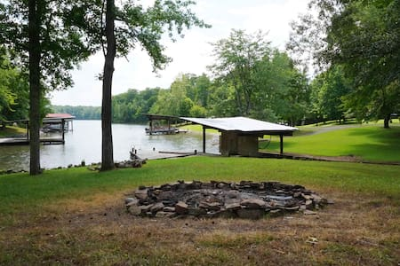 TN T 1099 Red Cloud Rd☀️The Blue Cat Lodge ☀️Wattsbar Lakefront Oasis