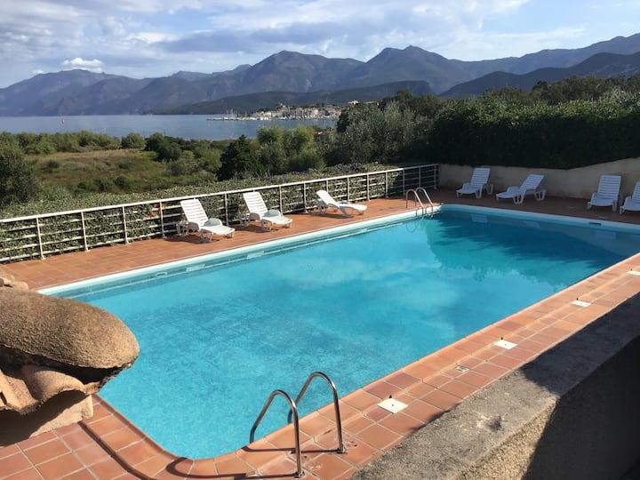T2 avec piscine et bord de plage de Saint-Florent