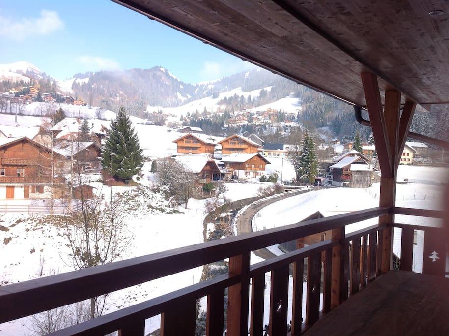 Vue panoramique depuis le balcon en hiver
