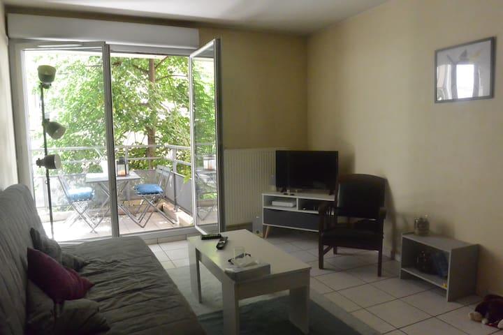 Double bedroom, big balcony, Saxe-Gambetta