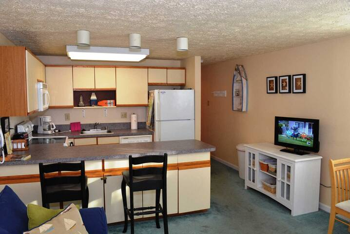596 Cozy one Bedroom Ocean Block  just a step to the beach