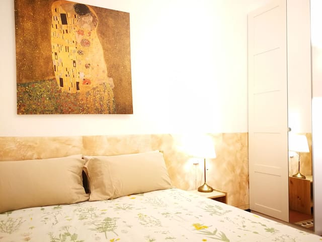 Central and beautiful doble room in Eixample