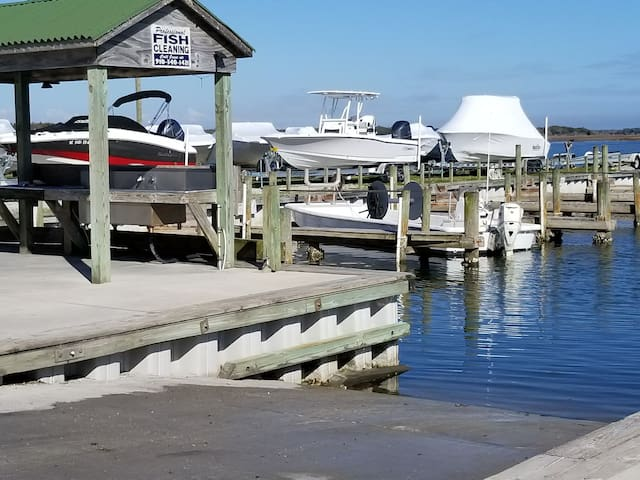 Boat ramp at New River Marina directly across the street