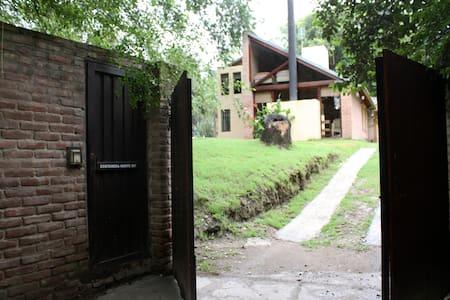 Hermosa casa con piscina - Alta Gracia - Haus