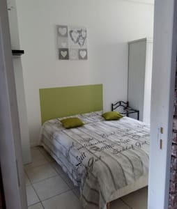 """Chambre """"verte"""" dans maison de ville F3 - Traînel"""