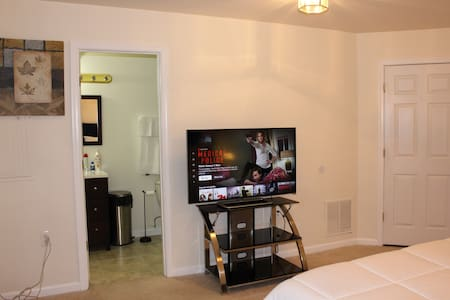 Guest Suite*Basement*Private Entrance/11mins-IAD✈️