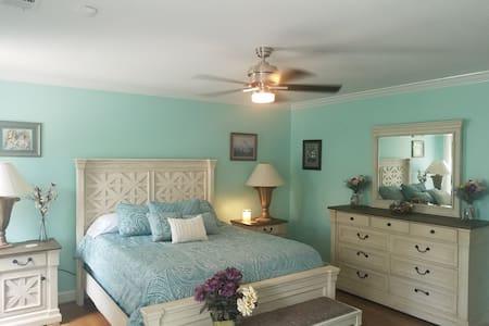 Executive Villa Queen Suite