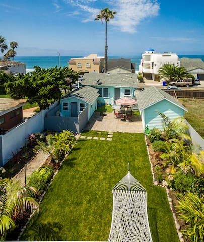 🐬  Pacific Bungalow in Oceanside with Backyard & Tiny House 🐬