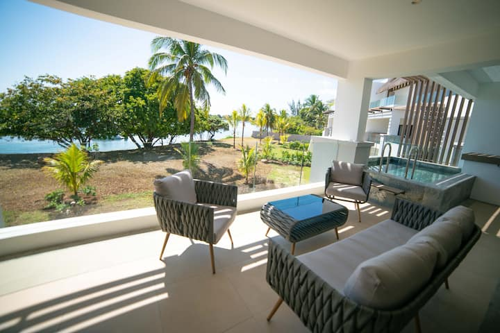 Sumptuous  new 3 bedroom beachfront apartment