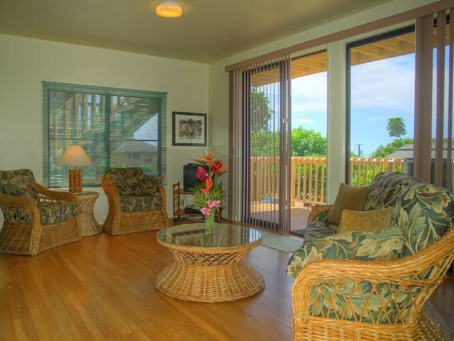 Poipu Beach m, A/C, deck, no x fees,WIFI,King