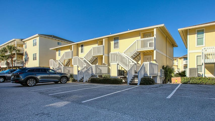Sandpiper 4103, Free Golf and Activities! On Canal - Harbor Views, Pet Friendly