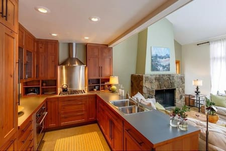Elegant Mountainside Sugarloaf Condo - Carrabassett Valley