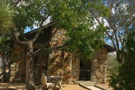 Stoney Cabin Hideaway by JoshuaTree - Yucca Valley