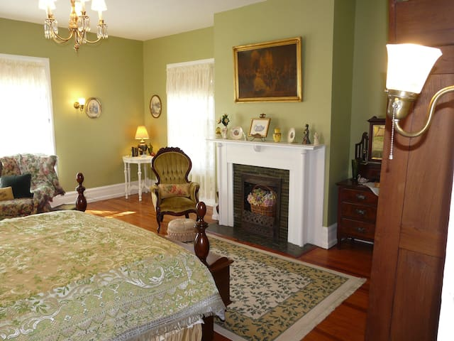 Catlett Chamber - Berkeley House Bed & Breakfast