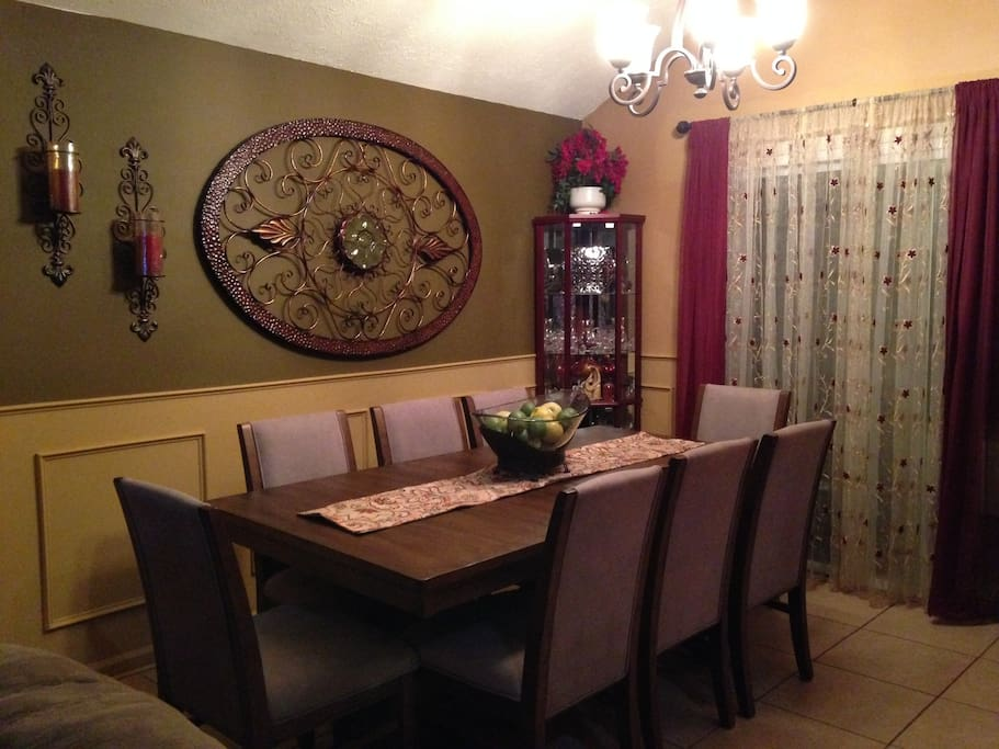 The full size dinning room table.