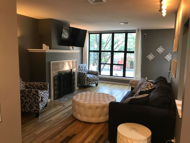 Cute & clean condo with a private room for rent!