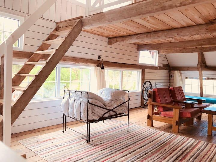 Etagevåning i lada på Gotland med perfekt läge