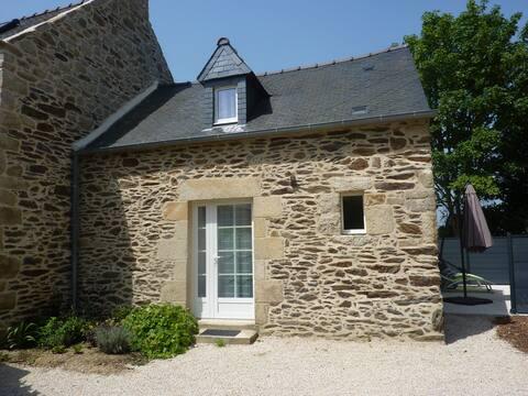 Maison en pierres dans site naturel protégé