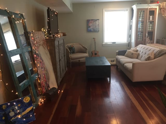 Chic 2 BR w/ Breakfast in Historic Alexandria