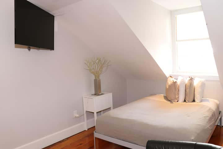 Comfy Beacon Hill Studio Great for Work Travel; #13