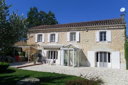 Mialcor ancien mas restauré en pierre blanche - Aveyron - Дом