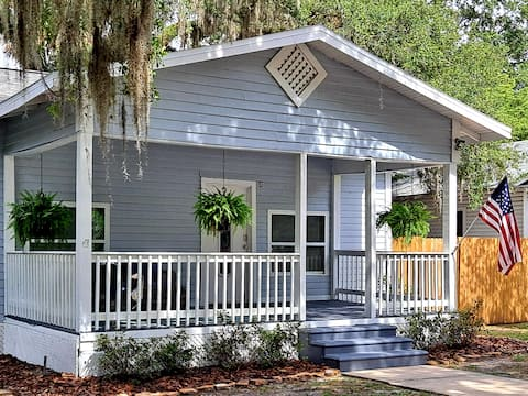 The Palm Cottage @Downtown Sanford