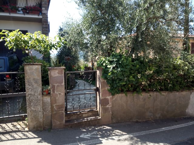 Tuscany Countryside - Independent flat with garden