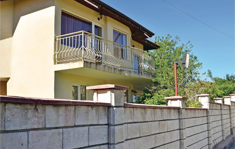 Holiday cottage with 3 bedrooms on 140 m² in Village Dolen Bliznak