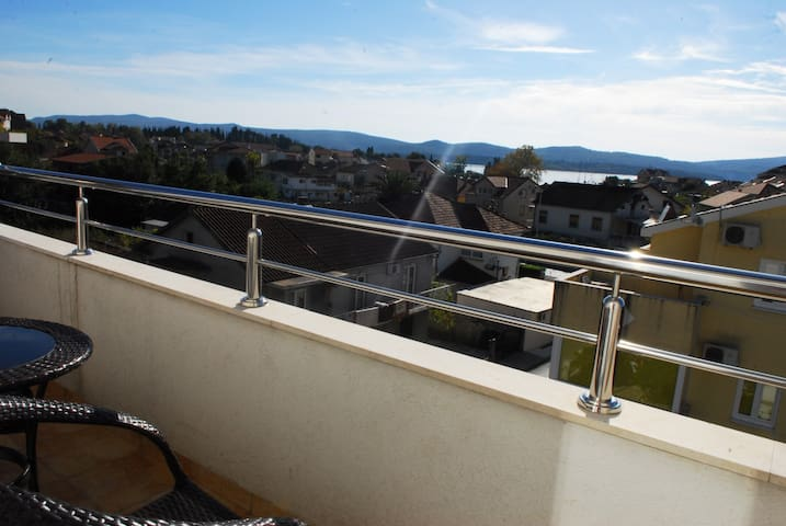 Nice Large apartment with 2 terraces