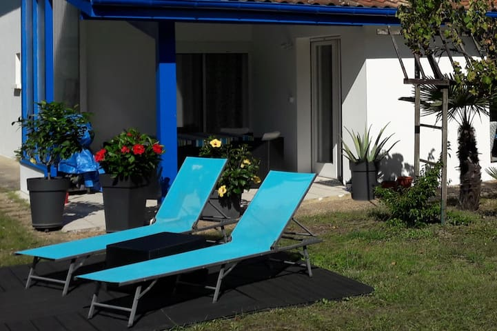 "Bed & Breakfast ""the blue house"" in Anglet Beach"