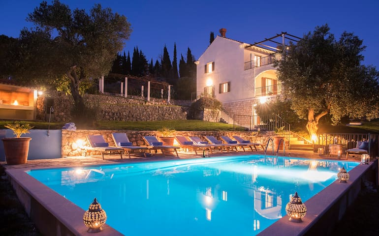 Large Villa & Pool Sleeps up to 17 - Dubrovnik - Huis