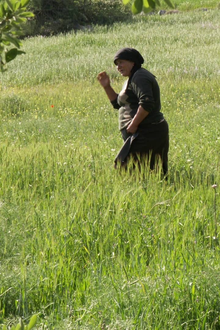 Local woman on the plateau