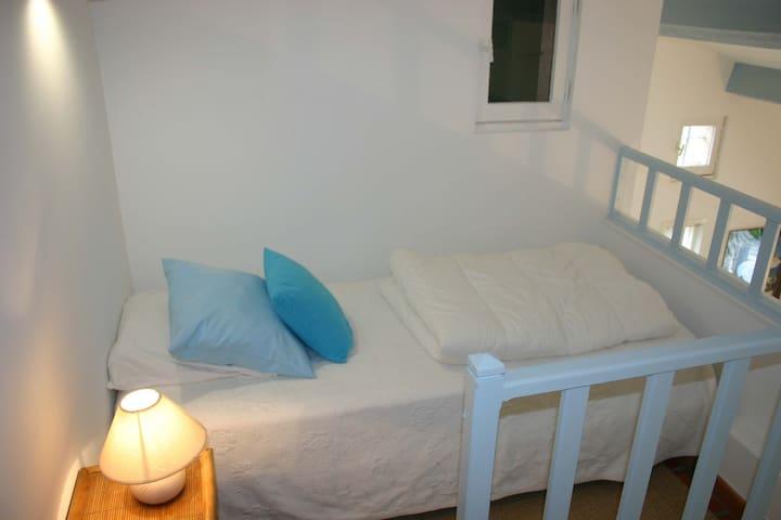 Mezzanine avec 1 lit 1 place (Chambre 3)