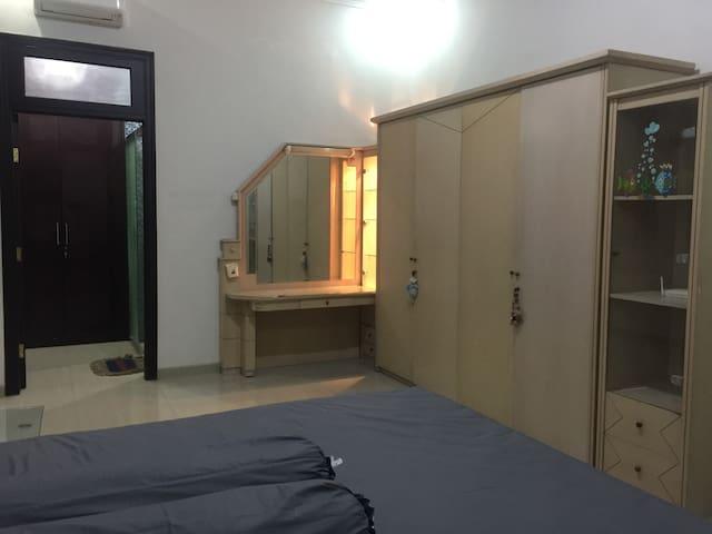 MasterBedroom on West side of Surabaya - Tandes - Huis