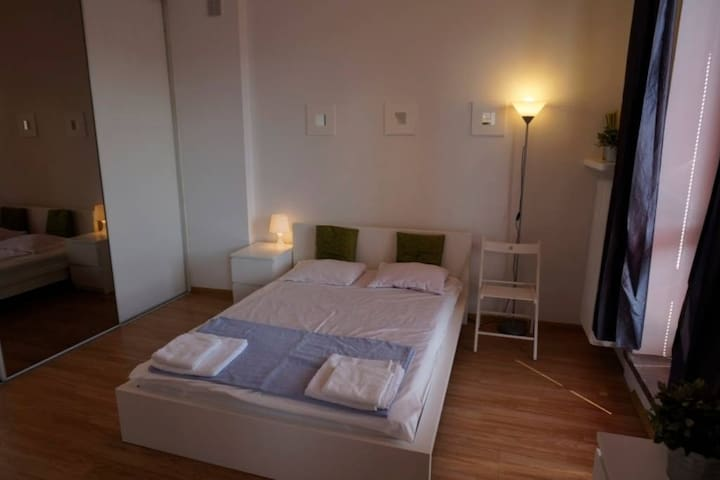 Double bed with privat bathroom, 15min to Central - Zúrich - Apartamento