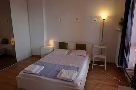 Double bed with privat bathroom, 15min to Central - Zürich