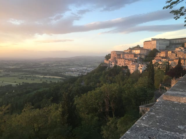 Stay in an amazing 11th Century house! - Todi - House