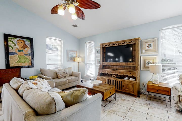 Spacious, gulf front townhome, Multiple decks, Close to entertainment
