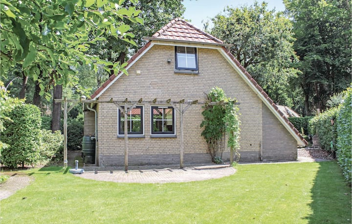 Beautiful home in Lunteren with WiFi and 4 Bedrooms
