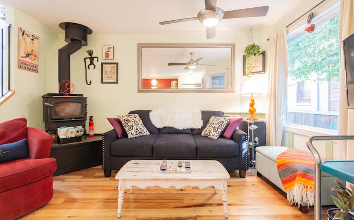 Downtown on W. Pearl St- Clean & Eclectic
