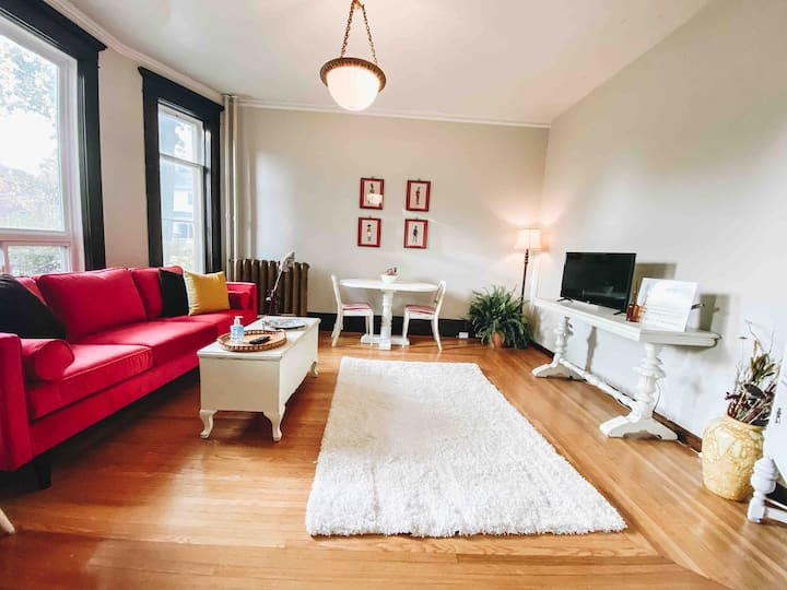 Charming Main Floor Apartment in The Avenues
