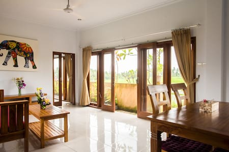 Rice View House: look at the sunset from your room