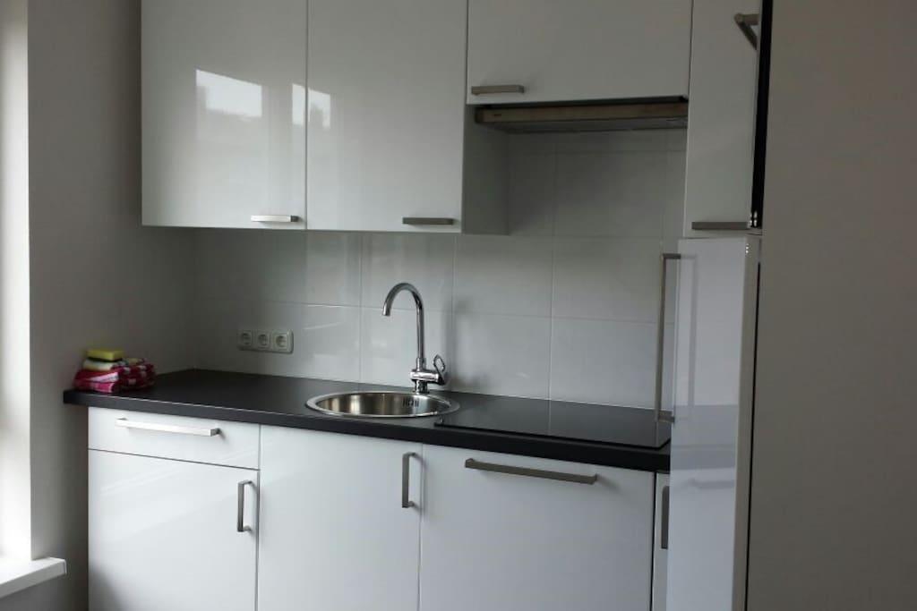 Volledige keuken met afwasmachine
