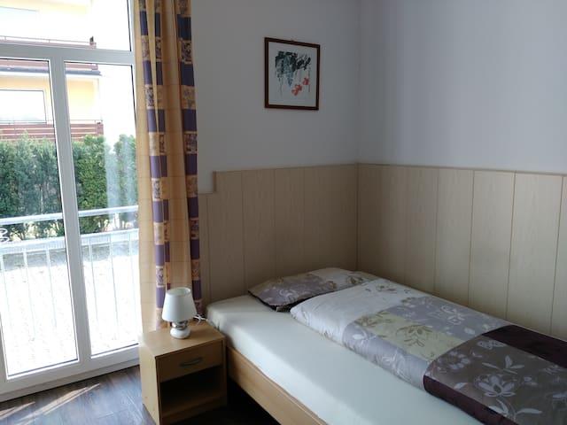 Zimmer mit eigenem Bad (EG1)